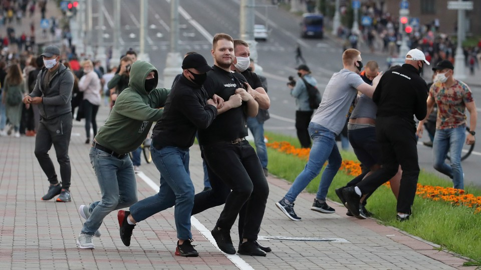 Aresztowania po przedwyborczych protestach w Mińsku