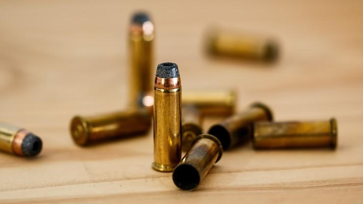 Syn miał zostać uderzony przez nauczyciela. Ojciec przyniósł do szkoły broń i domagał się wyjaśnień
