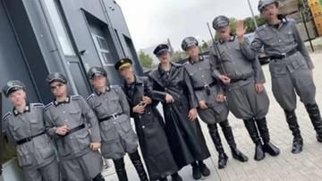 """Przebrał się za nazistę i """"likwidował"""" żydowskiego więźnia. 19-latek aresztowany"""