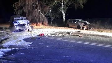 Jechał golfem. Wbił się w auta przed lewoskrętem. Efekt: rozbita skoda, spalone bmw i 6 rannych