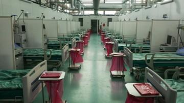 Szpital tymczasowy w hangarze lotniczym na Okęciu