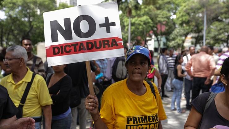 """Nie będzie """"zamachu stanu"""" w Wenezueli. Sąd Najwyższy wycofuje się z przejęcia uprawnień parlamentu"""