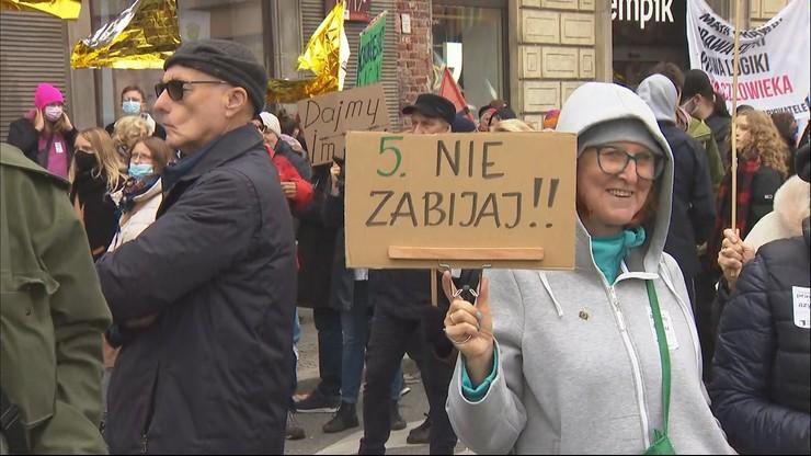 """Manifestacja w Warszawie. """"Przyjmę uchodźców, oddam rasistów"""""""
