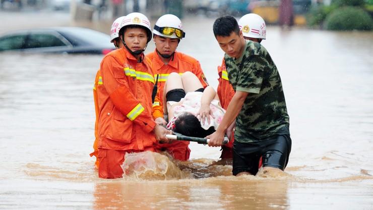 25 ofiar śmiertelnych powodzi w Chinach. Tysiące poszkodowanych