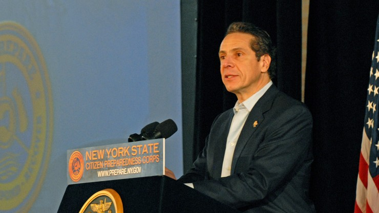 Obowiązkowe szczepienia urzędników w Nowym Jorku. Związek policjantów przeciwny