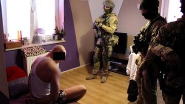 Stołeczni policjanci rozbili grupę handlującą narkotykami