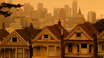 """""""Sceneria, jak na Marsie"""". Pomarańczowe niebo nad San Francisco"""