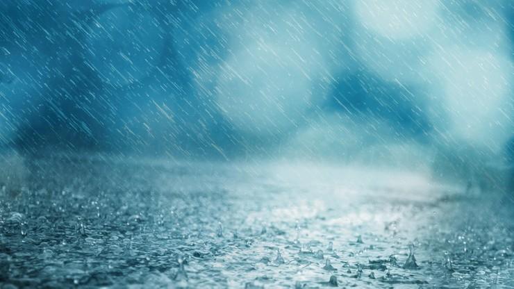 Ulewy w Polsce. Wydano ostrzeżenia przed ulewami na północy i południowym wschodzie