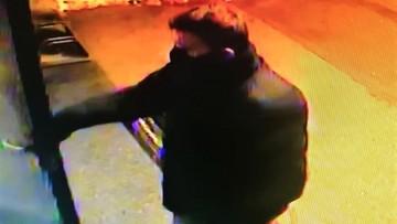 Po Wrocławiu grasuje złodziej atakujący staruszki. Policjanci publikują wizerunek