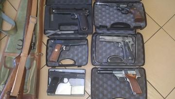 100 sztuk broni, 7,5 tys. sztuk amunicji. CBŚP zlikwidowało grupę przestępczą handlującą bronią