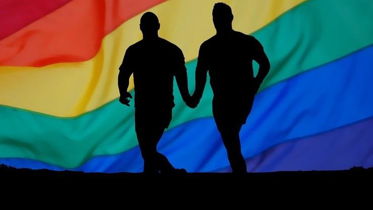 Francja/ Historyk broni węgierskiej ustawy zakazującej propagowania homoseksualizmu