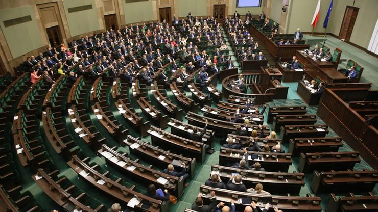 Ustawa o Trybunale już w Dzienniku Ustaw. 23 godziny po przyjęciu przez Sejm