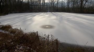 Zmarł 14-latek, który w Rudzińcu wpadł pod lód. Pod wodą przebywał ok. 90 minut