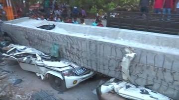 Tragedia w Indiach. Na przechodniów zawalił się betonowy fragment wiaduktu