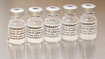 Wielka Brytania. Pierwsze szczepionki dla 12-15-latków, trzecie - dla osób powyżej 50 lat