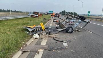 Tir uderzył w auto drogowców. W środku były dwie osoby