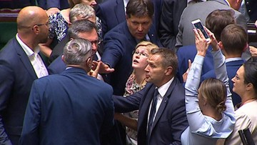 """""""Poseł Lenz podszedł do mnie, uderzył i popchnął"""". Polityk PiS rozważa zawiadomienie prokuratury"""