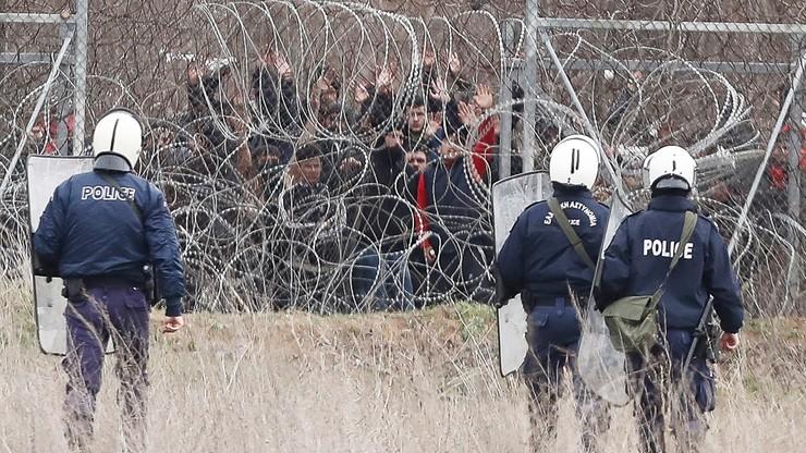 Migranci przy granicy Turcji z Grecją. Władze rozmieszczają siły specjalne