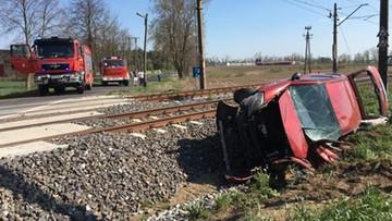 Zderzenie pociągu z samochodem osobowym. Autem podróżowała matka z dwójką dzieci