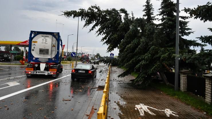 Gwałtowne burze nawiedziły Polskę. Niebezpiecznie będzie również w sobotę