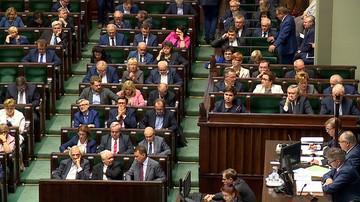 """""""Polska idzie tą samą autorytarną drogą, co Węgry"""". Raport Humans Right Watch o rządzie PiS"""