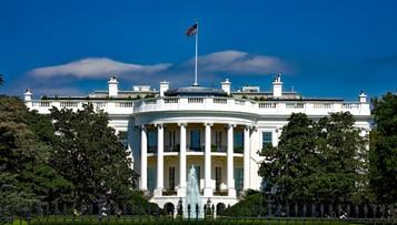 Zwolnienia w Białym Domu. Za palenie marihuany