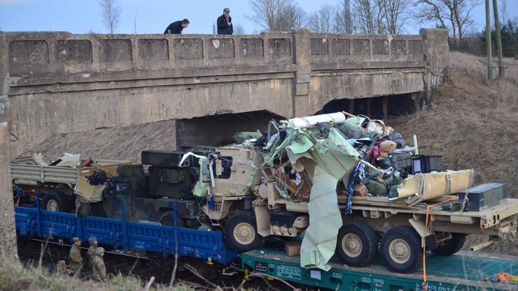 Pociąg przewożący amerykański sprzęt wojskowy uderzył w wiadukt pod Oleckiem