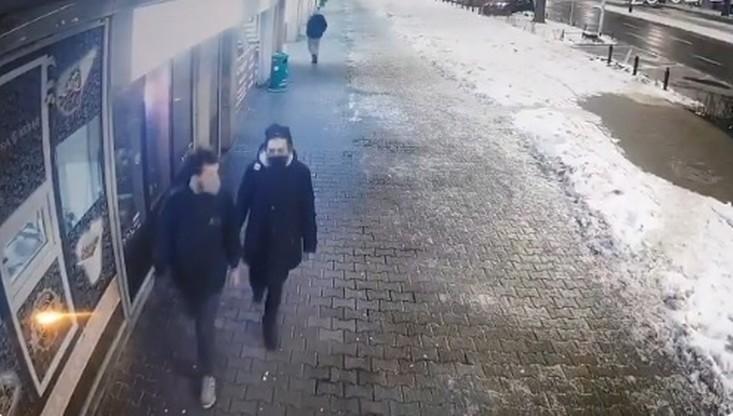Warszawa. Poszukiwani wandale, którzy zniszczyli kościół. Policja opublikowała film