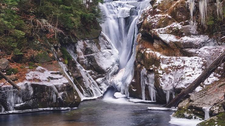 26-letni turysta zginął na oczach rodziny. Wypadek przy Wodospadzie Szklarki w Karkonoszach