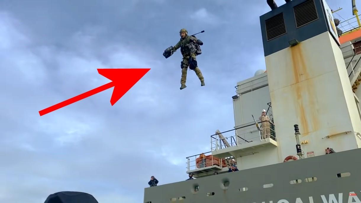 Zobacz, jak holenderskie służby specjalne testują plecak odrzutowy [WIDEO]