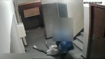 29-latek brutalnie pobił swoją babcię na klatce schodowej. Szokujące nagranie z monitoringu