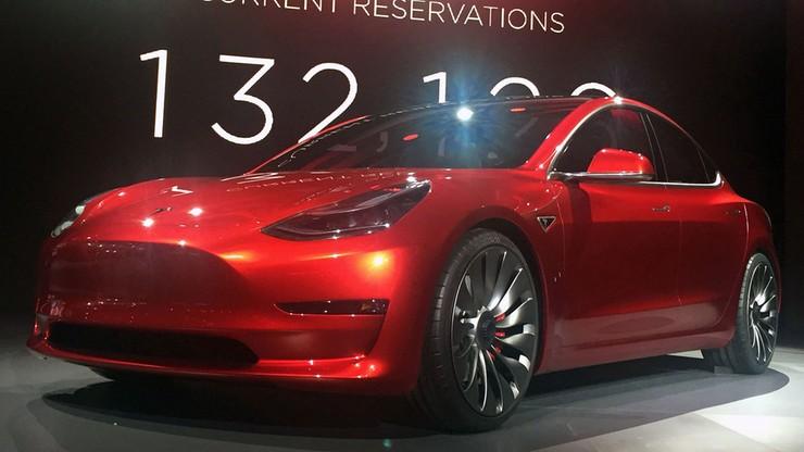"""To ma być pierwsze auto elektryczne """"dla każdego"""". W piątek Tesla 3 ujrzy światło dzienne"""