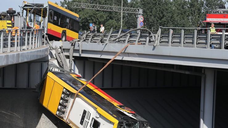 Wypadek autobusu miejskiego w Warszawie. Służby usunęły wrak