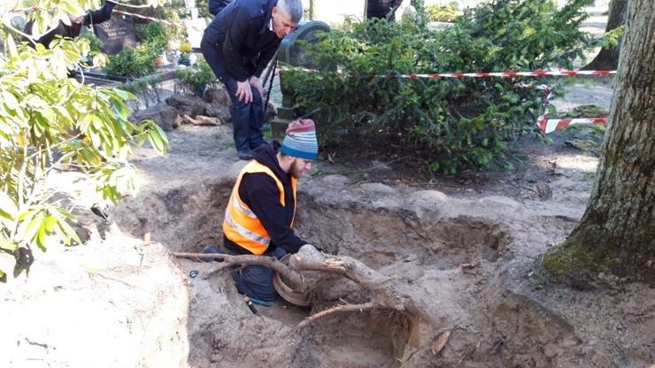 IPN odnalazł urny z prochami Polek zabitych w niemieckim obozie koncentracyjnym Ravensbrück
