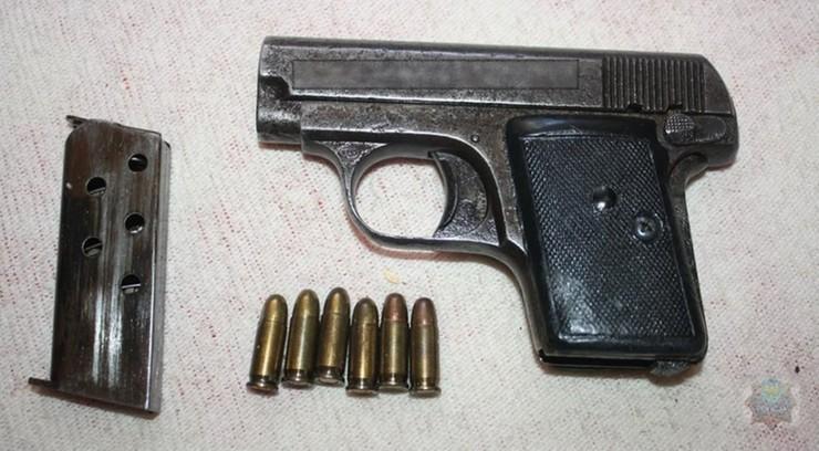 Policjanci zabezpieczyli blisko 35 sztuk różnego rodzaju broni