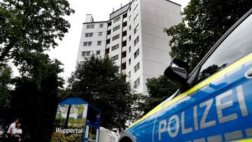 Prewencyjna ewakuacja wieżowca w Wuppertalu. Po pożarze w Londynie