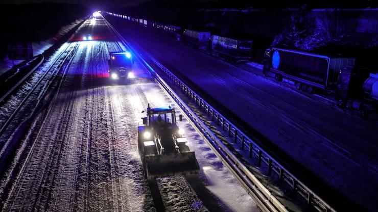 Niemcy: wielokilometrowy korek na A2. Kierowcy spędzili noc w samochodach