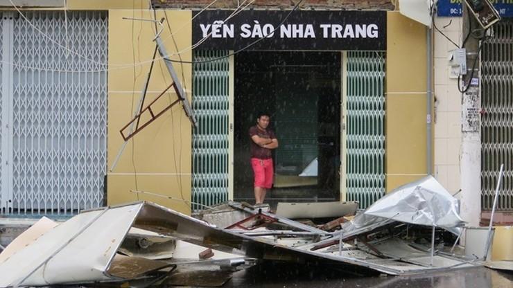 Już 44 ofiary niszczycielskiego tajfunu w Wietnamie