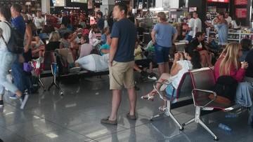 Turyści znowu koczują na lotniskach. Tym razem w Poznaniu, w Burgas i w Zakintos