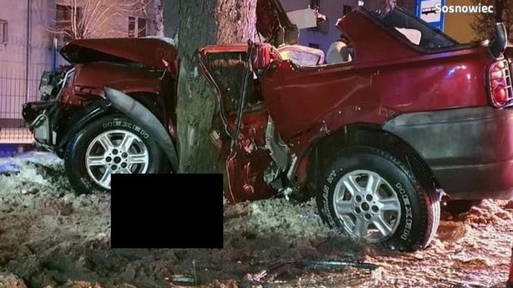 Sosnowiec: wypadek land rovera. Auto uderzyło w drzewo, nie żyje 25-latek