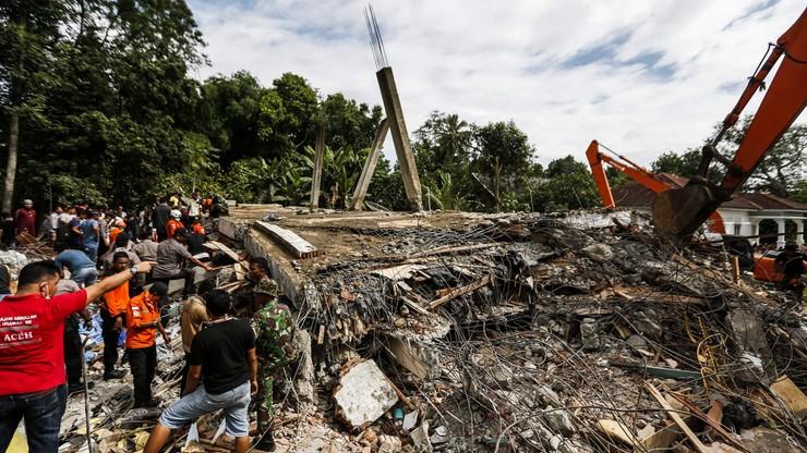 Trzęsienie ziemi w Indonezji. Rośnie liczba ofiar
