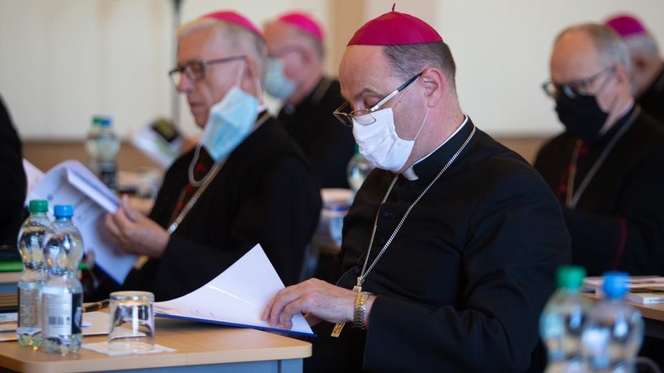 Zaremba: Kościół mógłby odegrać sensowną rolę w zwalczaniu pandemii