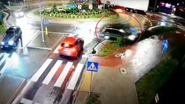 Pijany kierowca nie trafił w żaden zjazd na rondzie