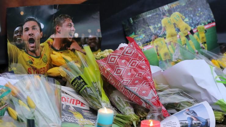 Kibice z Cardiff uczcili pamięć Sali. Kwiaty i transparenty pod stadionem
