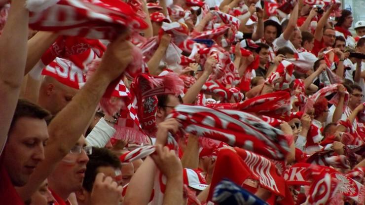 Rewolucja na polskich stadionach. MSWiA chce, aby kibice piłki nożnej mogli oglądać mecze z miejsc stojących