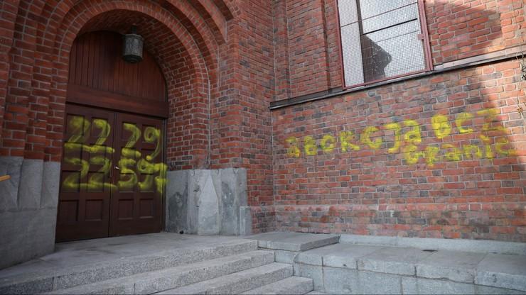 Bąkiewicz: broniąc kościołów będziemy mieć różańce, własne ręce i gaz łzawiący