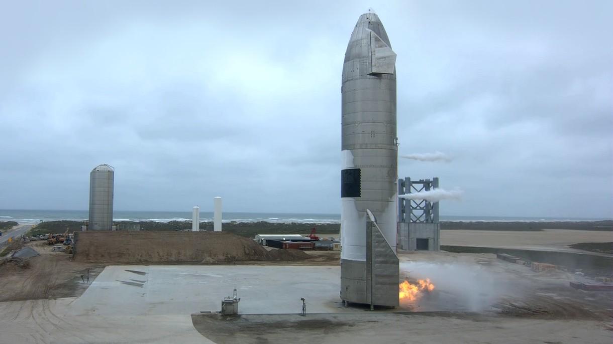 Zobacz pierwszy w pełni udany start i lądowanie prototypu statku Starship [WIDEO]