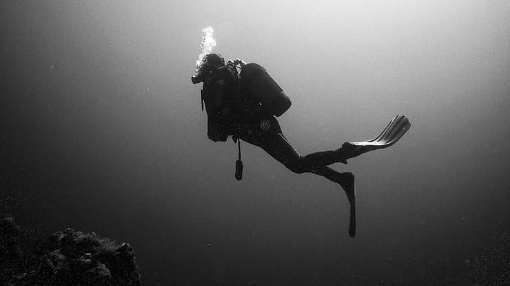 Zatoka Pucka. Służby zaprzestały poszukiwań nurka, ciało wydobyli jego koledzy