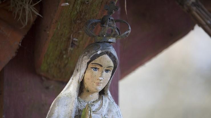 Zniszczył figurki Matki Boskiej z przydrożnych kapliczek we Włocławku. Sam zgłosił się na policję