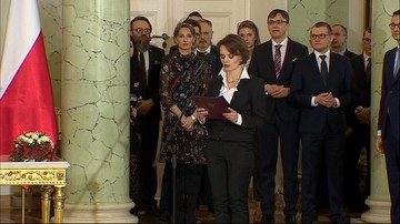"""Uznała Kaczyńskiego i Tuska odpowiedzialnymi za """"wojnę polsko-polską"""". Teraz, jako minister, się tłumaczy"""